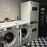 ヨットクラブ側のランドリー。洗濯機、乾燥機とも2台ずつ。16時頃でしたが混雑はしていませんでした。