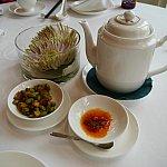 お茶はジャスミンティーをお願いしました。付き出しの枝豆が悶えるほど美味しかったです。