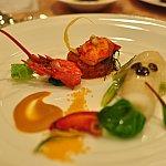 オマール海老のムースとヒラメのインヴォルティーニ ズワイガニのラグーとブイヤベースのピュレ。海老がぷりぷりで美味しかった~♡