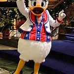 Lobby Atrium(H) デイジーはクルーズ衣装で!