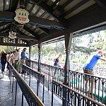 駅舎はスイスの山小屋の雰囲気