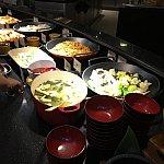 味噌汁、野菜の炒め物、焼きそば