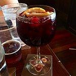 僕が注文したのはレッドワインベースのサングリア。とても暑い日には最高です。
