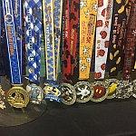 今回のイベントメダルだけでなく、今後のレースのものも展示されています。