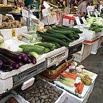 歩いて10分ぐらいのところに庶民的な市場が!見て回るだけでも楽しいです。