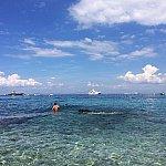 帰りの高速船を待つ間、近くのビーチでのんびりしました