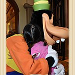 4歳の次女は、ハグしてもらっていました。