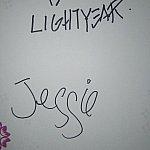 上がバズのサイン、下がジェシーのサインです。