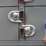 指定されたロッカーに暗証番号を入力すれば開きます。