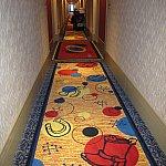 廊下。ロビーから部屋までトイ・ストーリーの世界観が続きます。
