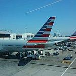 ロサンゼルス空港は国際線ターミナルではなく、アメリカン航空ターミナルに到着です