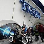 素敵なフォトスポットですね☆『TRON』の文字を入れて撮るとどうしても乗り場に向かっている人が写り込んでしまいますが💦