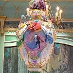 ゴージャスですてきな壺部屋の中心に、飾られてます