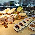 好きな食材でうどんやラーメンを作ってくるコーナーも!汁の種類も選べます。