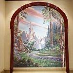 ビースト城の壁画は絶好の記念撮影スポット!