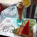 夏祭りデザート♡ソフトクリームみたいで可愛い♡白い部分は、メレンゲで下にバニラアイスとチェリーのコンポートが♪
