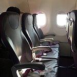 座席も一見、LCCとはわからないくらいの広さです。