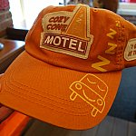 Cozy Cone Motelのキャップが売っていました