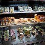サンドイッチや果物もあります!