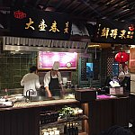 """""""生煎""""と""""排骨年糕""""は上海の有名な小吃です。"""