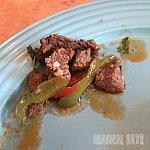 隣のレストランがステーキハウスなのでもしや…と思って食べた牛肉を使ったメニュー。美味です!