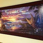 ベッド横のアートもハワイアン。
