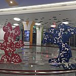 駅構内にはディズニーの装飾がたくさん施されています。