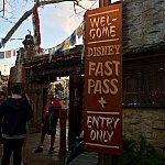 ファストパス専用入口は、エベレストの前辺り。