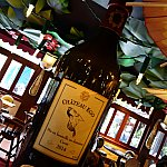 イーゴのワインのオブジェが2種類。2014年製はレミーのアトラクションオープンに合わせて、2007年製はレミーの映画の配給年に合わせたものでした。