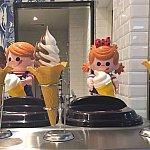 サンプルと一緒にキャラクターの人形も展示されています。