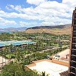 お部屋からの眺め③駐車場・お隣のホテル・山