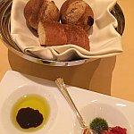 レーズンとクルミのパンと黒胡椒のパン。どちらも私好み(^^)