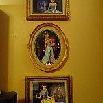 プリンセスの絵も飾られています。