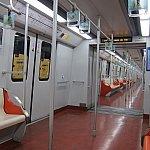 車両の中もこぎれいです。市内は混みますが、ディズニー駅らへんはガラガラ。