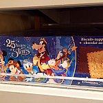 こちらは更に小さめの箱のチョコレートクッキー。箱は紙製。