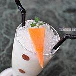 オラフをイメージしたノンアルコールカクテルには生のニンジンが!