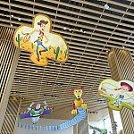 トイストーリーキャラの凧が飾られています!