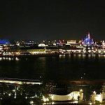 キングダムクラブのラウンジから見える夜景です!とっっても綺麗(*^^*)写真で見るよりもパークが近くに感じます☆
