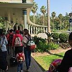 わかりにくいかもしれませんが、朝ハリウッドホテルからパークに向かう時のバス待ち列です!これがホテルの玄関口まで続いていました!バスはどんどんたくさん来るので、20分ほどで乗れましたが、並びたくない方や早く行きたい方は時間に注意です!