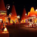 Cozy Cone Motelの夜景