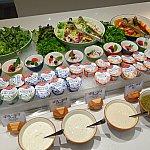 【朝食】サラダやヨーグルト。ドレッシングもいろいろ!