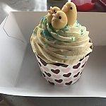 多分元からあるカップケーキにひよこを載せたもの。味は☆1つ