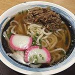 うどんは細めで中国人の好みに合わせたのかコシが無くフニャフニャ。スープは美味し!