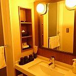 左は浴室です。トイレは独立したタイプ