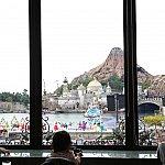 タイミングが合えばハーバーショーが見れる事も距離は少しありますが暖かい部屋で朝食を食べながら特等席ですね!