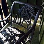ベランダにはテーブルと椅子が2つ。よく見るとアニマルキングダムだけにシマウマのモチーフが。