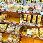 ファミリーマートにはお菓子やパンが揃っています。買い出しに便利。