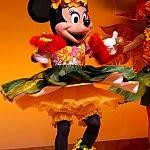 ミニーちゃんはお誕生日のお祝いでダンスを披露してくれました!