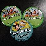 お誕生日のボタンとそれを祝っているボタン★