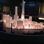 チケット回収後に広がる香港の街並み!一番高い建物がアイアンマンの本部的?建物です